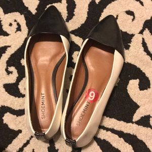 Size 6 flats from shoe mint